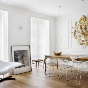 All-White-Apartment-Interior-Design-Ideas-With-White-Chair-And-Wooden-Floor-For-Apartment-Interior-Design-Ideas-For-Apartments-1024x665