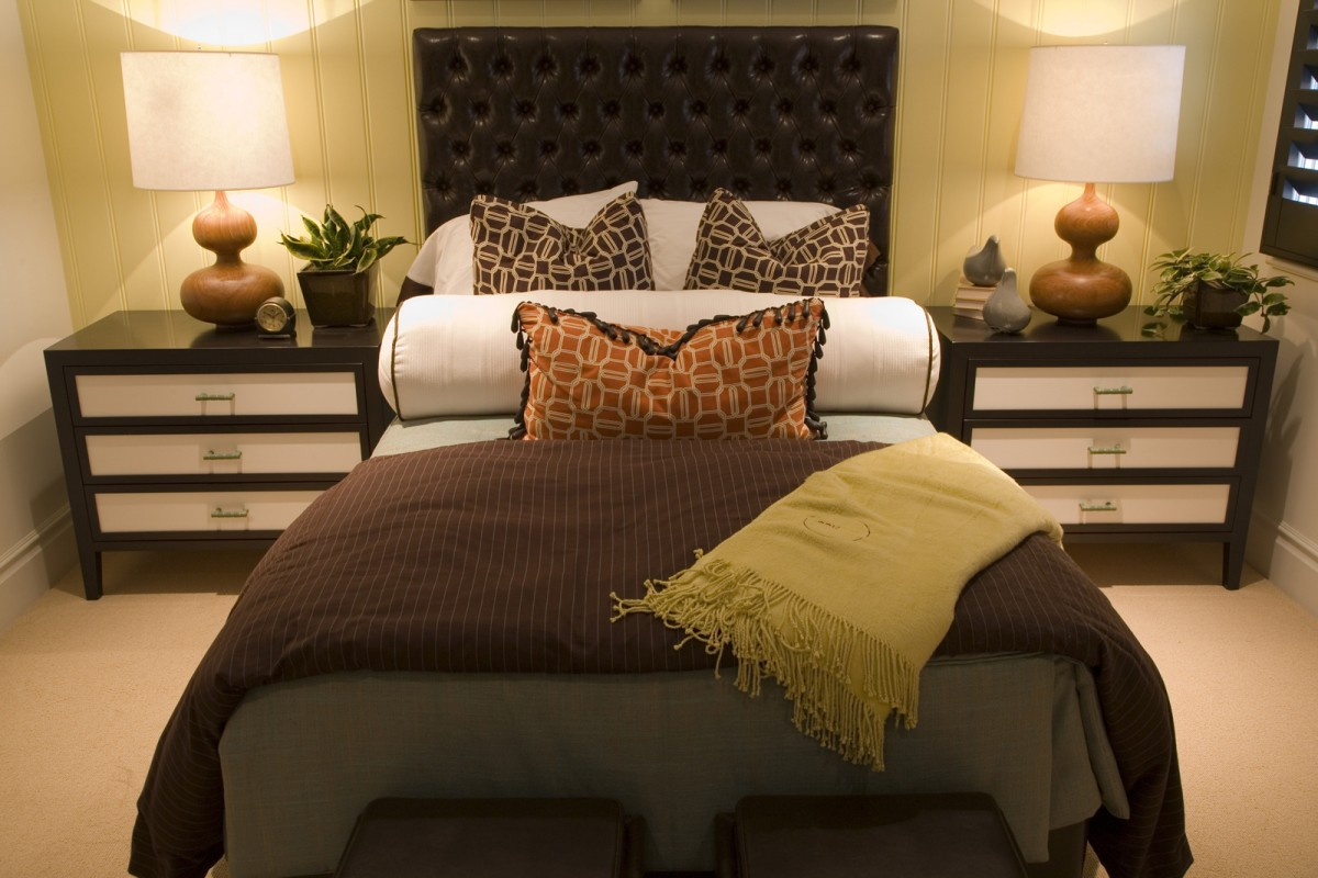 Modern Nice Design Of The Modern Design Cream Bathroom That Has Brown Floor Can Be Decor With Black Bed Can Add The Beauty Inside The Modern Bedroom Design Ideas2 1200 800 Golden Art