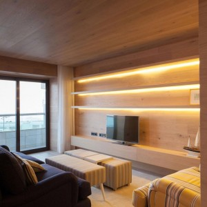 Seafront-Oak-Wood-Themed-Apartment-by-Pitagoras-Group-03-768x1152