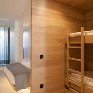 Seafront-Oak-Wood-Themed-Apartment-by-Pitagoras-Group-13-768x1152
